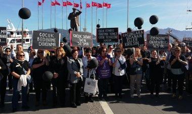 Marmaris'te CHP ve 10 sivil toplum kuruluşunun temsilcileri çocuk istismarı ve tacizine karşı tek yürek olup, protesto eylemi gerçekleştirdi.