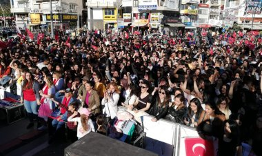 Mehmet Kocadon Marmaris mitinginde konuşuyor