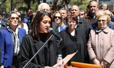 Muğla Sınırsızlık Meydanı'nda CHP İl Başkanlığı adına basın açıklamasını Genel Sekreter ve CHP Muğla İl Başkan Yardımcısı Müge Yenisu Girenis okudu.