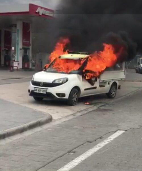 Aracına Benzin Döküp Yaktı